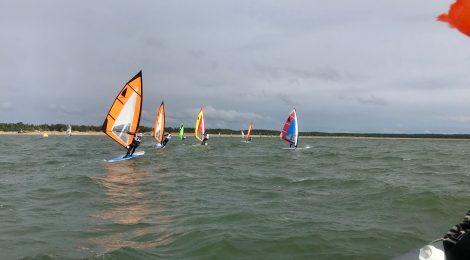 Windsurfer-luokka vie purjelautailun takaisin juurilleen
